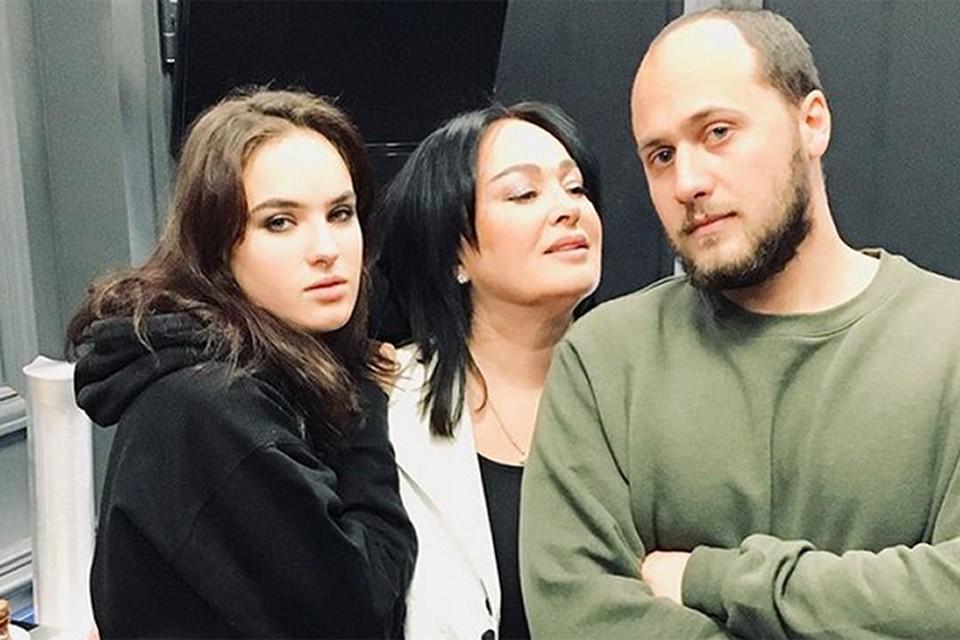 Лариса Гузеева с детьми