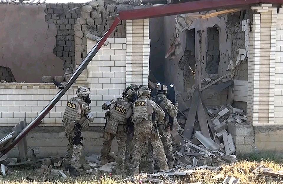 Во время штурма спецназовцам активно помогали беспилотники.