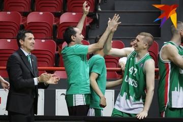 Казанский УНИКС сыграл с болельщиками в баскетбол, получил медали и закрыл сезон