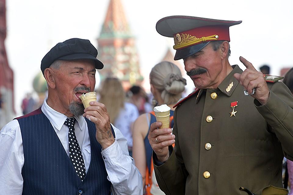 Теперь никто не обязан делать мороженое из сливок и сахара. Можно класть фруктозу, декстрозу, гуаровую камедь и прочую ерунду