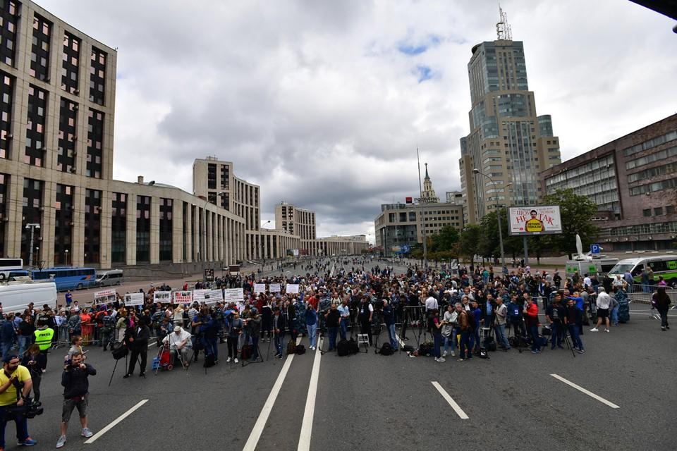 В Москве на проспекте Сахарова прошел митинг в поддержку журналиста Ивана Галунова.