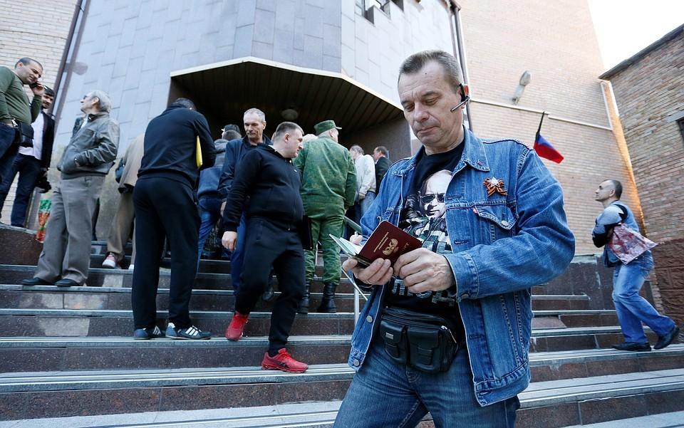 Группа бывших крымчан подала документы на получение российских паспортов по упрощенной схеме