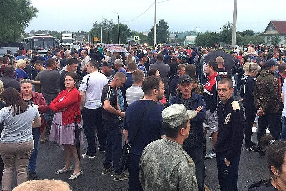 Жители Чемодановки Пензенской области перекрыли трассу М-5 после того, как цыгане убили Владимира Грушина