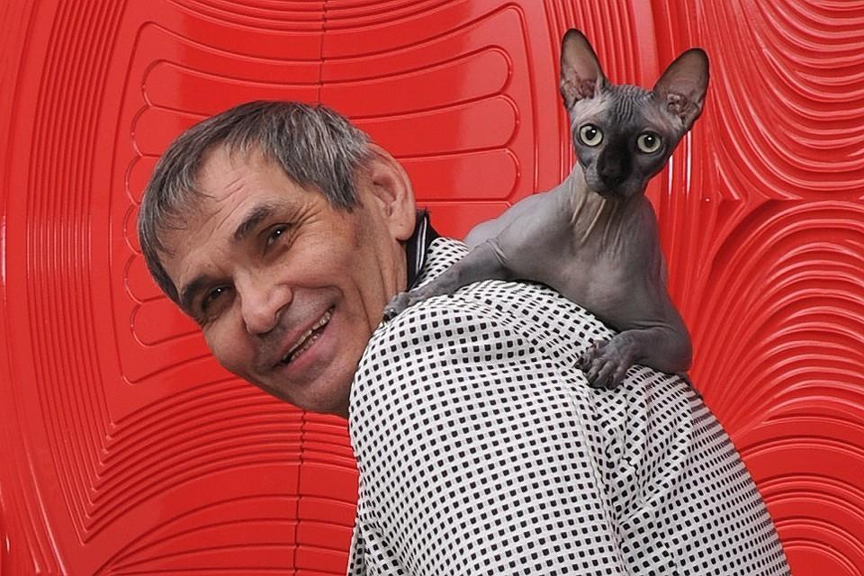 Бари Алибасов с котом Чучей.