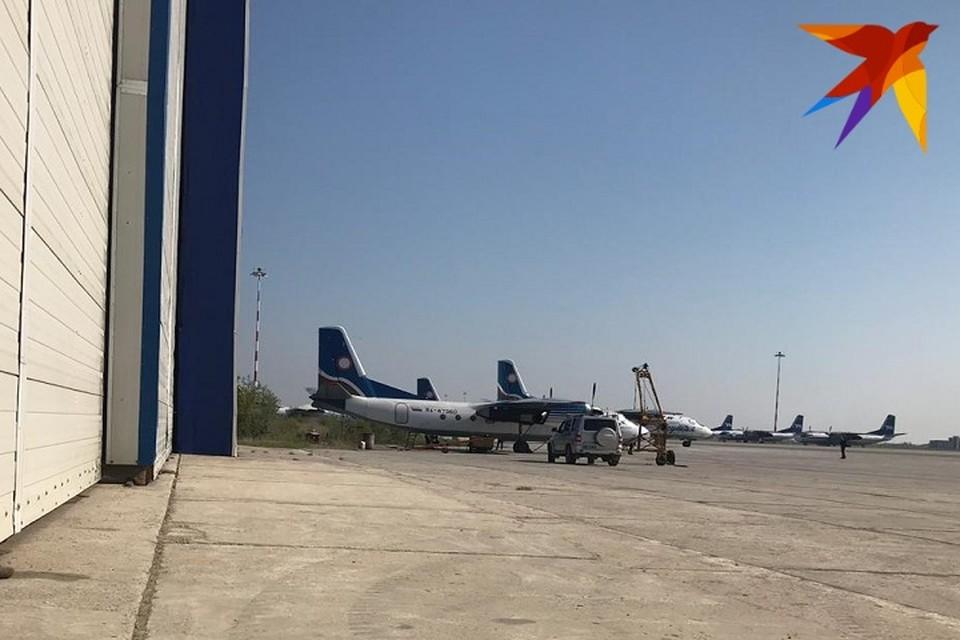 Самолет отбуксировали на стоянку, работа главной воздушной гавани республики возобновлена.