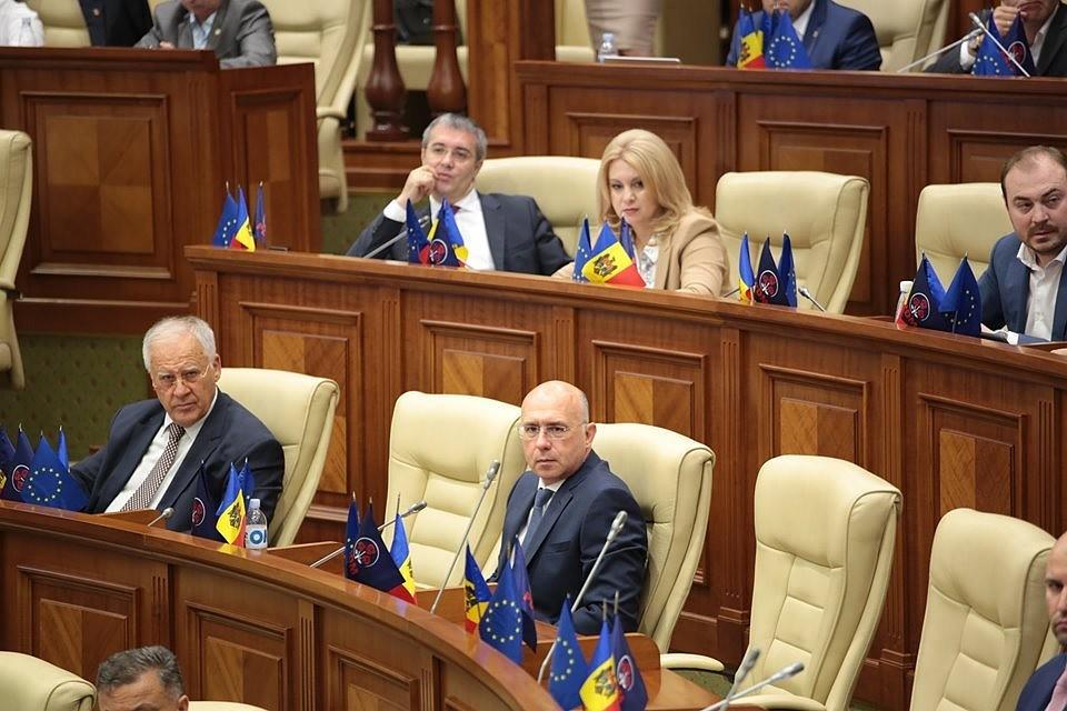 Молдавские олигархи «элегантно и по английски» покинули Молдову, но остался «кошмар», у которого есть имя