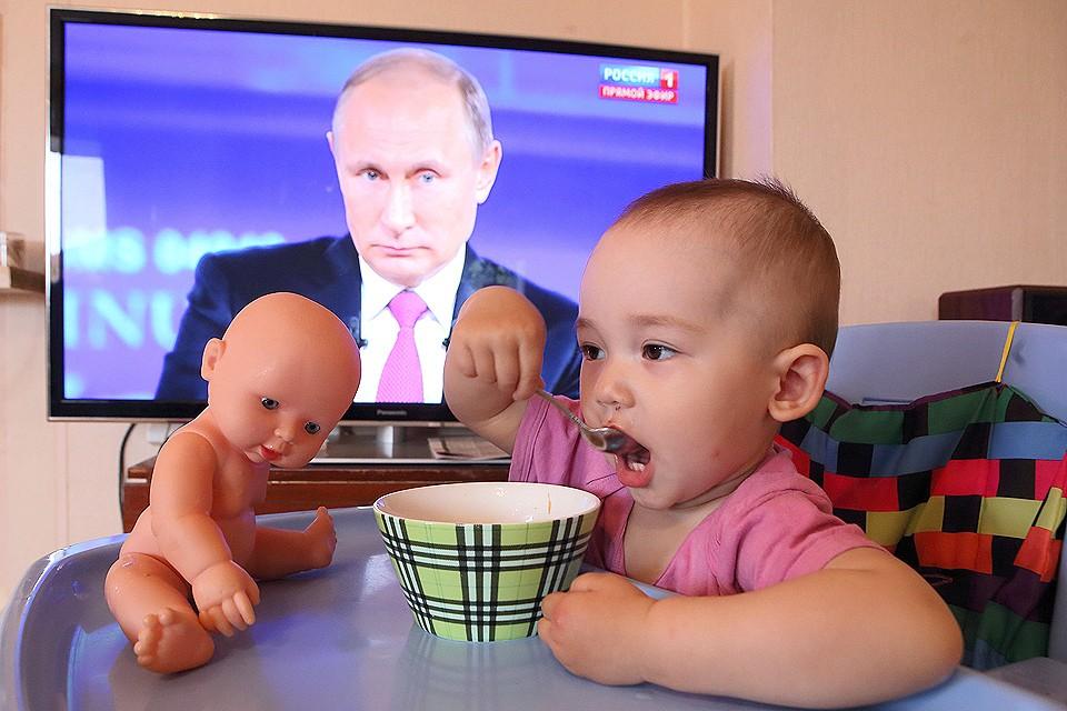 Норма о ежемесячном пособии в 50 рублей на ребенка от 1,5 до 3 лет будет увеличена до регионального прожиточного минимума ребенка.
