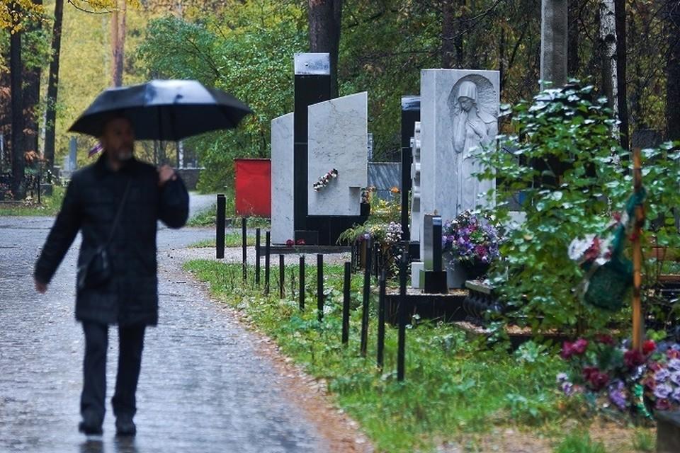 Обновленные памятники появились сегодня на кладбище