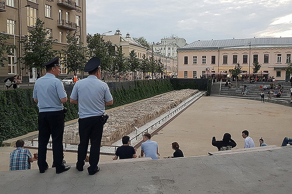 Музей под открытым небом превратился в «яму» для неформалов. Фото: Прокофьева Валентина