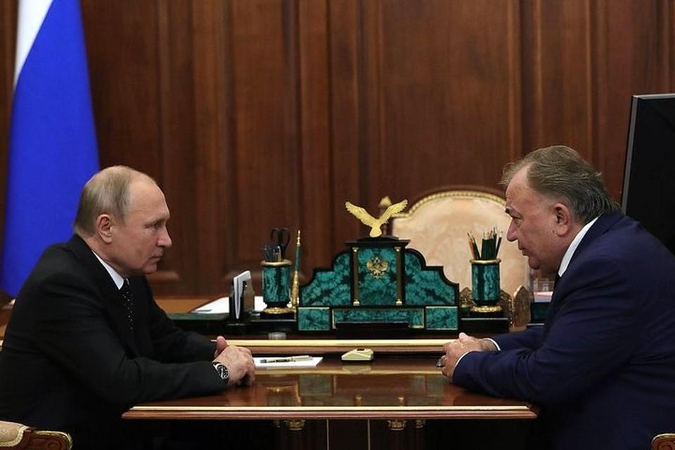 Владимир Путин во время встречи с Махмуд-Али Калиматовым.