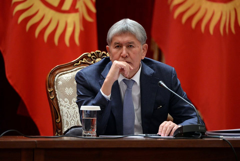 Жогорку Кенеш почти единодушно проголосовал за лишение экс-президента статуса.