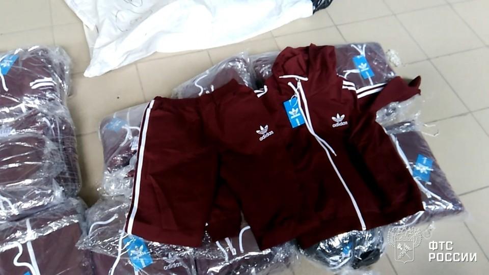 А это шорты Adidas из Кыргызстана. Фото: Челябинская таможня.