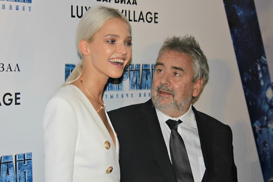 Люк Бессон на премьере появился с моделью Сашей Лусс.