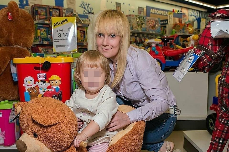 Дарья Рубцова с одной из дочек.