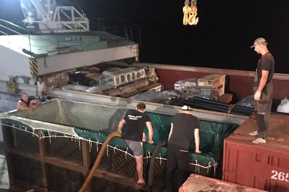 Процесс перегрузки в Хабаровском порту. Фото: предоставлено организацией «Эковахта Сахалина»