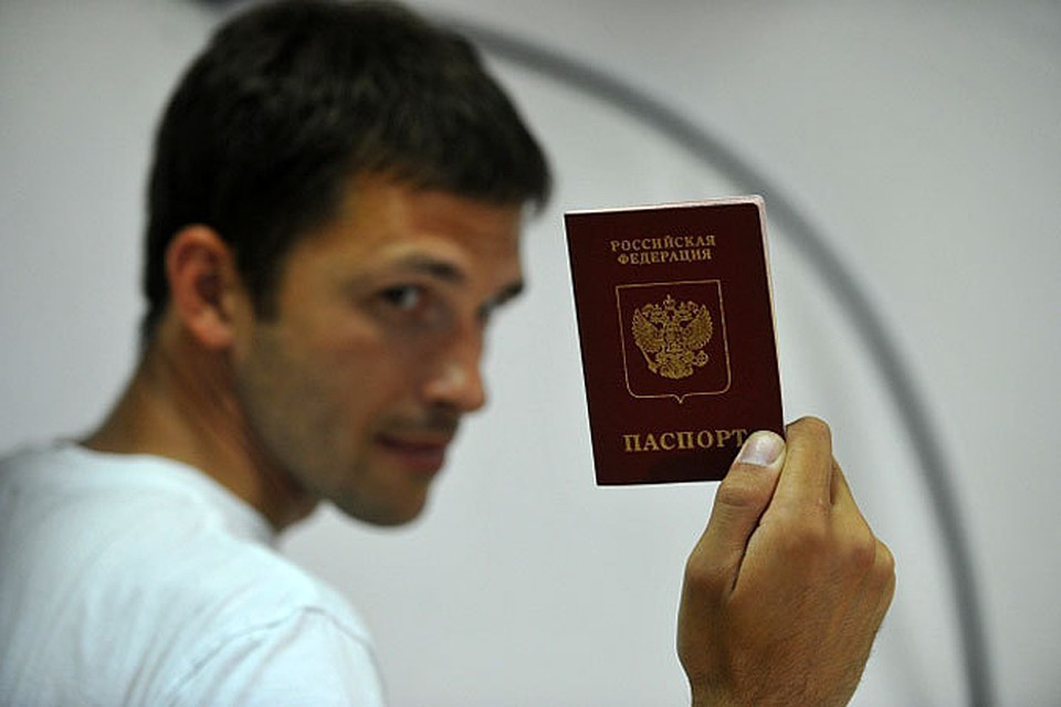 Российские паспорта начнут оформлять в специальных кабинах