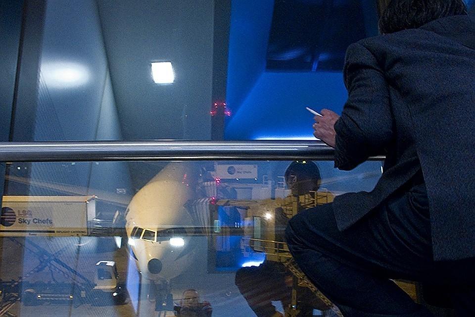 В Госдуме планируют начать рассматривать вопрос о курилках в аэропорту в самое ближайшее время