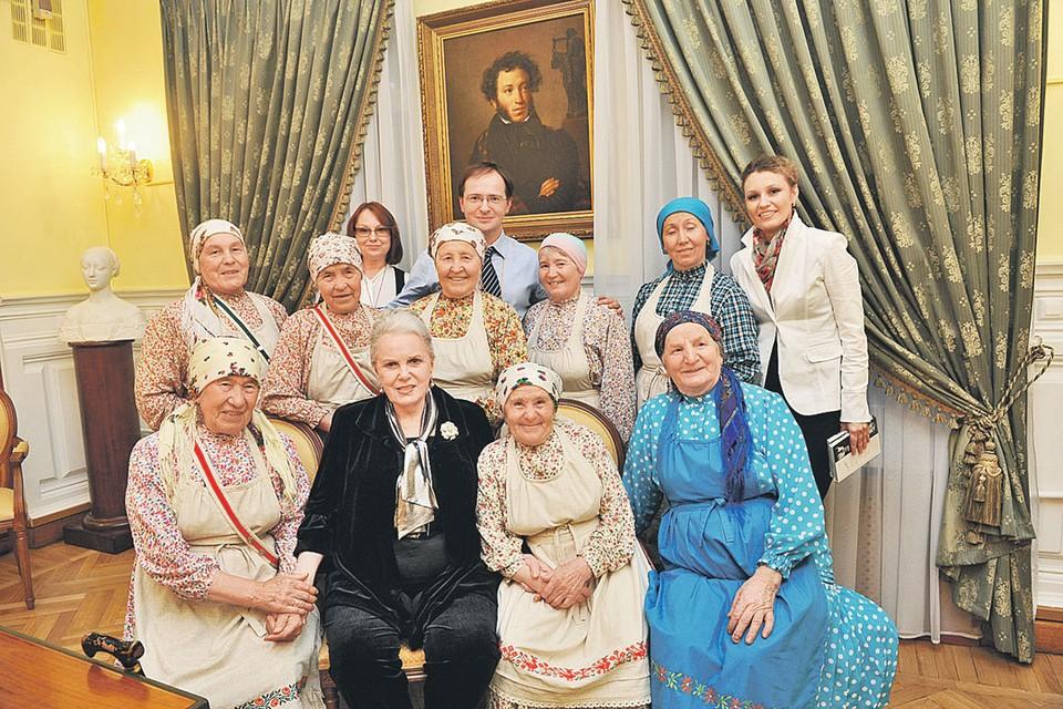 Быстрицкая с «Бурановскими бабушками». В последние годы жизни Элина Авраамовна выступала, но больше для души - это не приносило ей большого дохода.