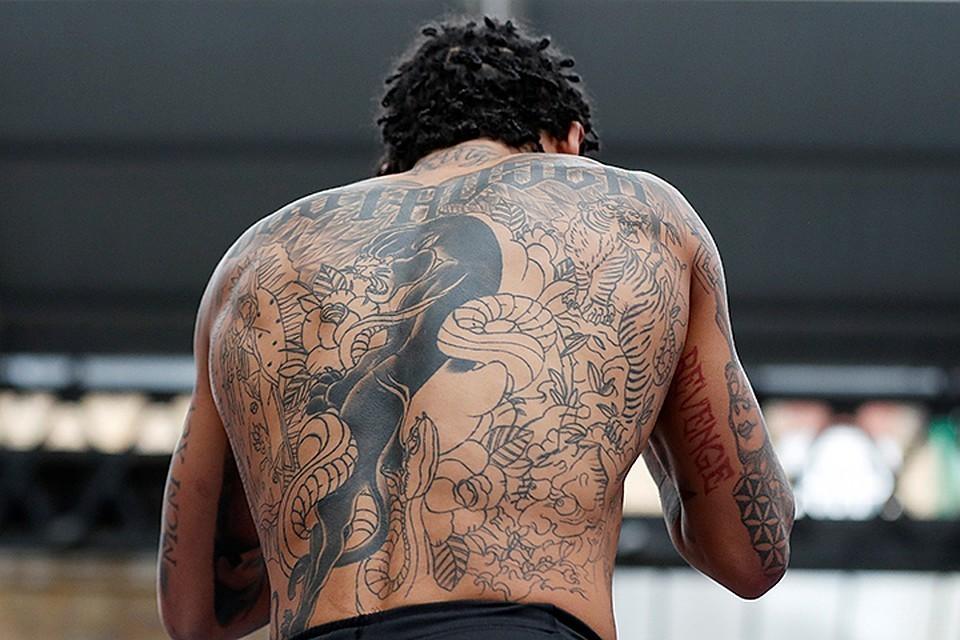 Большинство россиян нейтрально относятся к татуировкам