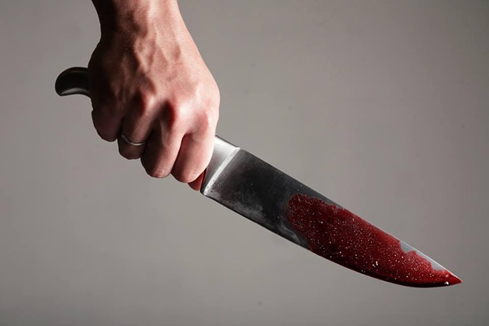 Минчанка ножом выгоняла друга из квартиры и ранила его в грудь.