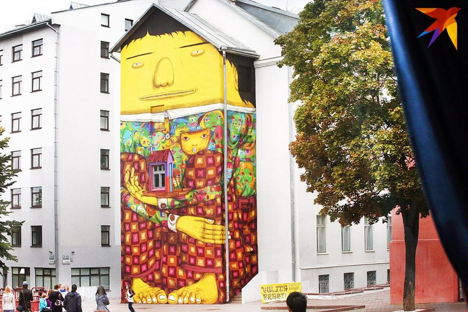В Минске появится еще одно граффити с большим желтым человеком от легендарного дуэта OSGEMEOS