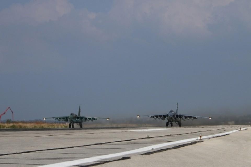 """В Минобороны РФ сообщили, что боевики выпустили в направлении базы """"Хмеймим"""" три реактивных снаряда"""