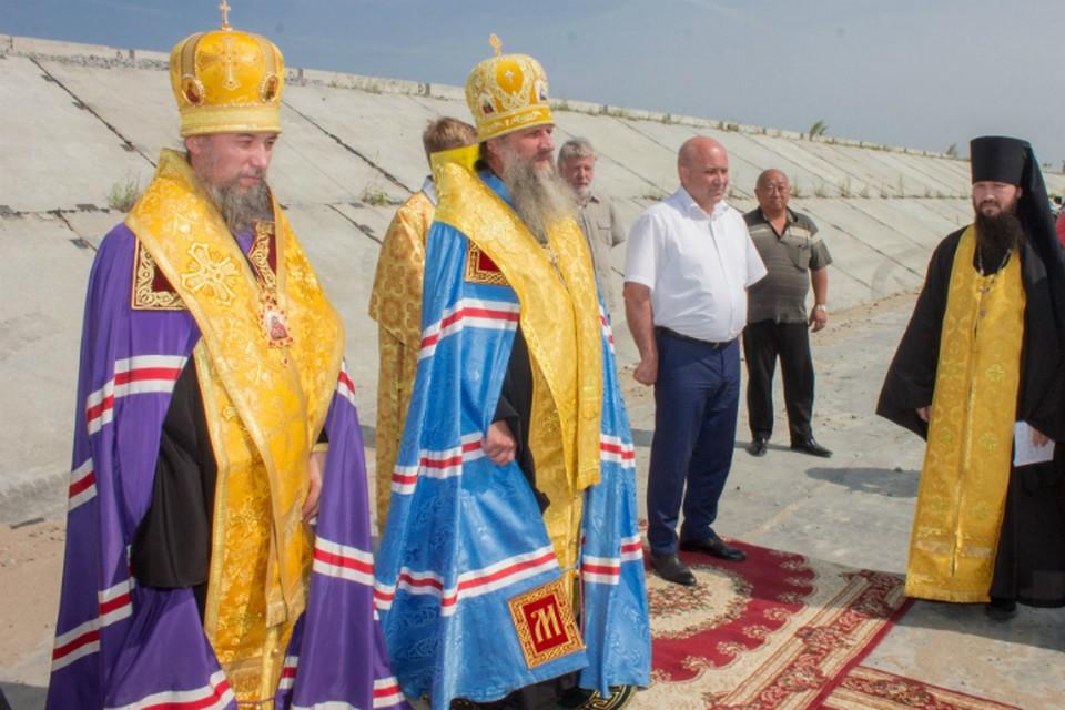 За спасение Хабаровска от наводнения молились верующие и мэр города