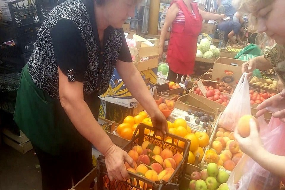 В Молдове администрация рынка и спекулянты угрожают производителю сельхозпродукции, за то, что тот снижает цену