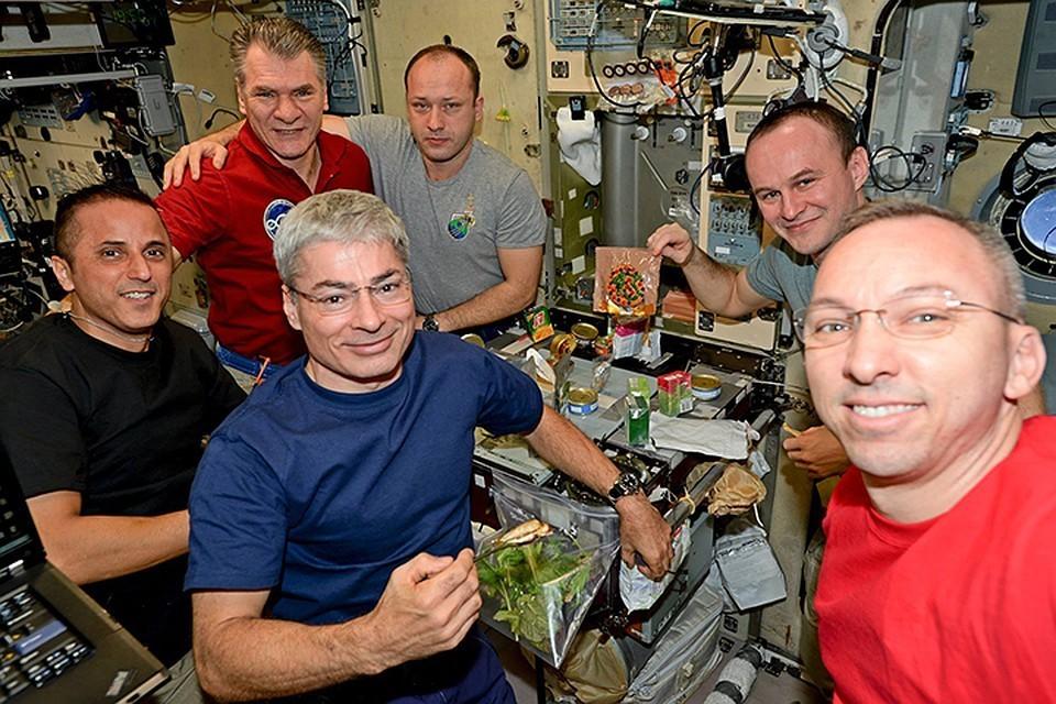 Пока космонавты довольствуются специальным сухпайком.