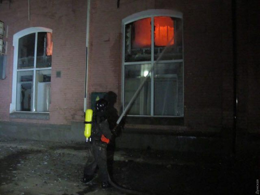 Молдаванин, проведший ночь в гостинице Одессы, которая сгорела в ночь на субботу: Я знаю, почему в огне погибло так много людей!