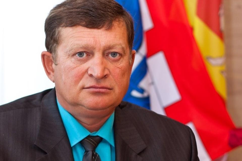 Азат Зарипов заседал в местном Собрании депутатов и был главным врачом поселковой больницы.