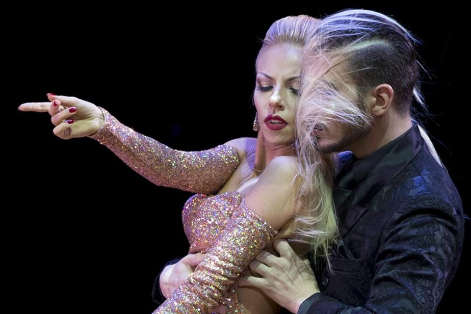 Красивая российская пара Кирилл Паршаков и Анна Гудыно была в числе главных претендентов на победу в дисциплине «Сценическое танго»
