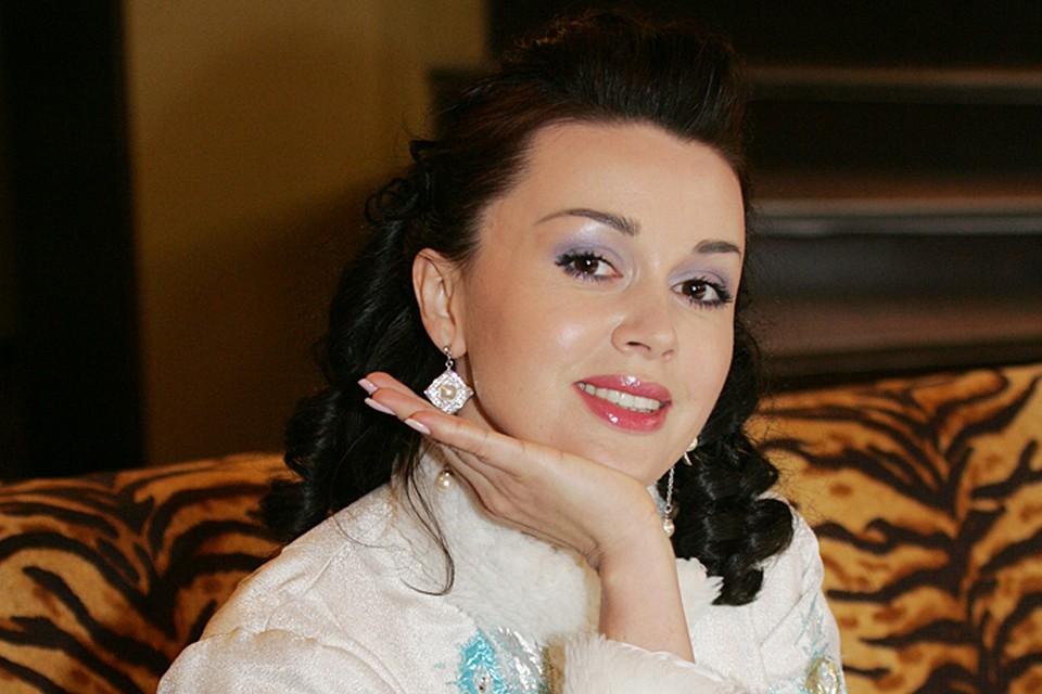 На днях судебные приставы Тропарево-Никулинского района вышли в суд с ходатайством — ограничить актрисе выезд за рубеж