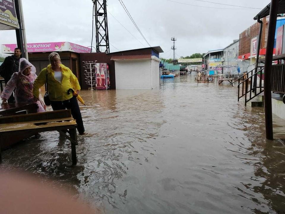 Затопленный рынок. Фото: предоставлено очевидцами