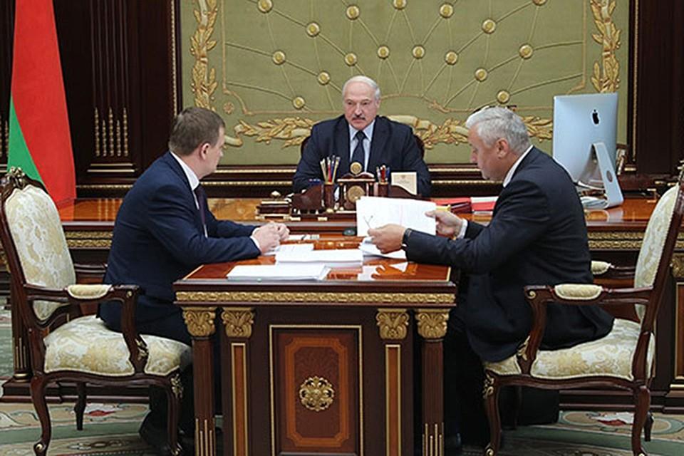 Александр Лукашенко на встрече с вице-премьерами Александром Турчиным и Владимиром Дворником. Фото: president.gov.by