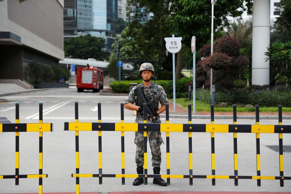 Китай провел ротацию военных в Гонконге