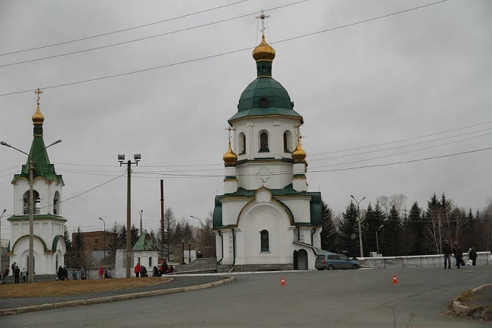 Красноярцев попросили оставить на кладбище Бадалык свой инвентарь.
