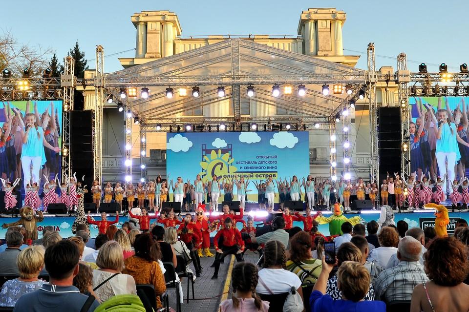 Церемония прошла на Театральной площади