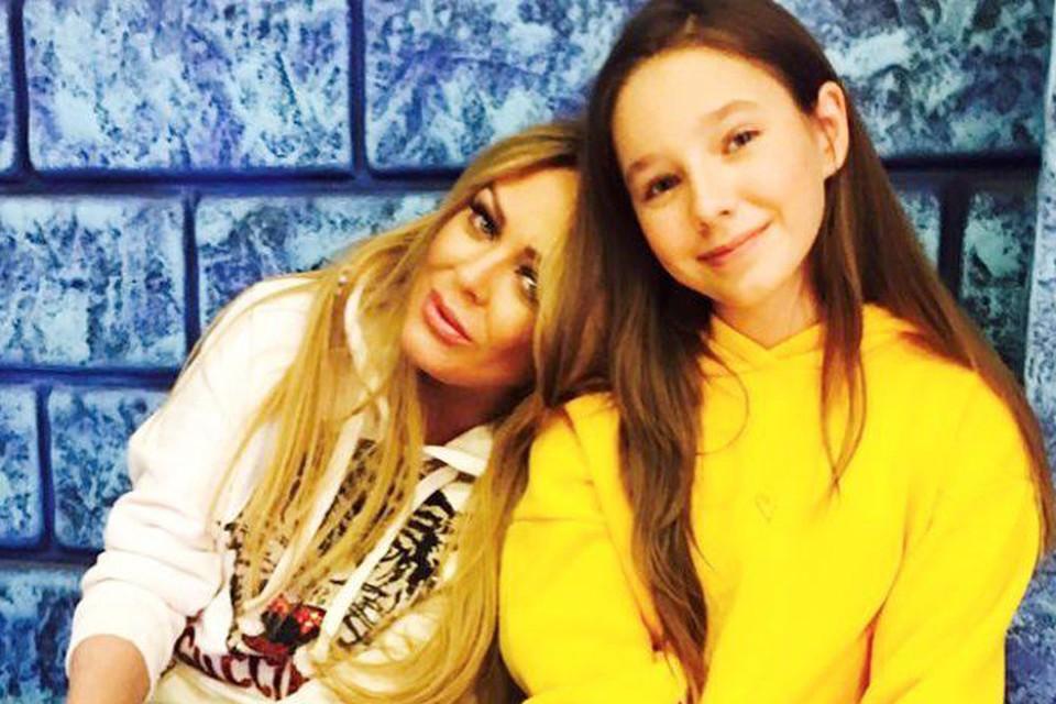 Когда в марте 2019 года не стало Юлии Началовой, остро встал вопрос о том, с кем будет жить ее дочка Вера