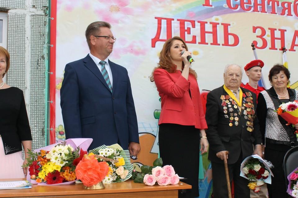Валерий Андреев и Юлия Рокотянская на Дне знаний в 60 школе.