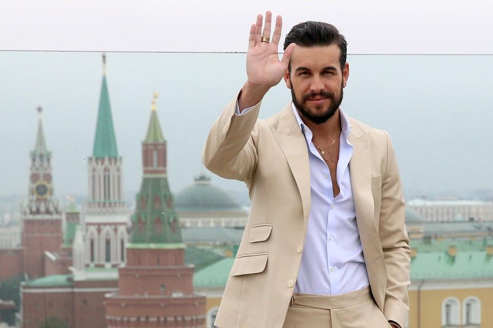 Актер поприветствовал москвичей на русском языке Фото: Владимир Гердо/ТАСС