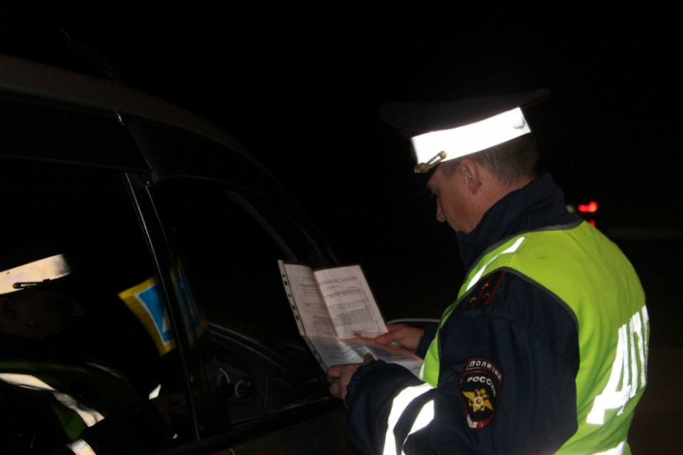 Водителей в Хакасии пытаются спасти от трагедии ФОТО: УМВД России по республике Хакасия