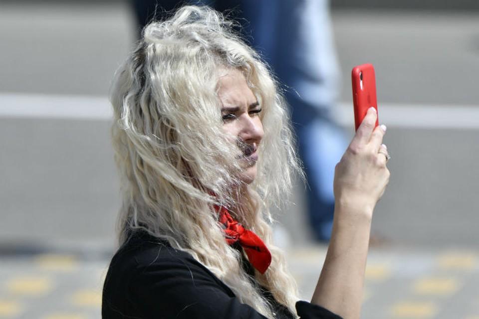 Мошенники убеждают ярославцев установить приложение на мобильный телефон и с помощью него воруют деньги.
