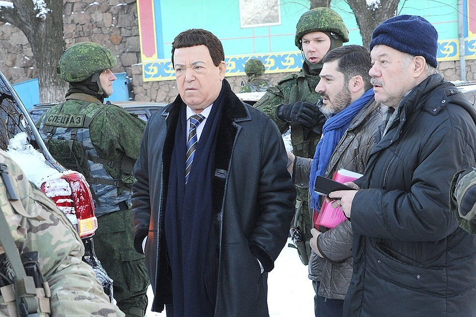 Иосиф Кобзон и Александр Гамов на Донбассе, декабрь 2015 года.