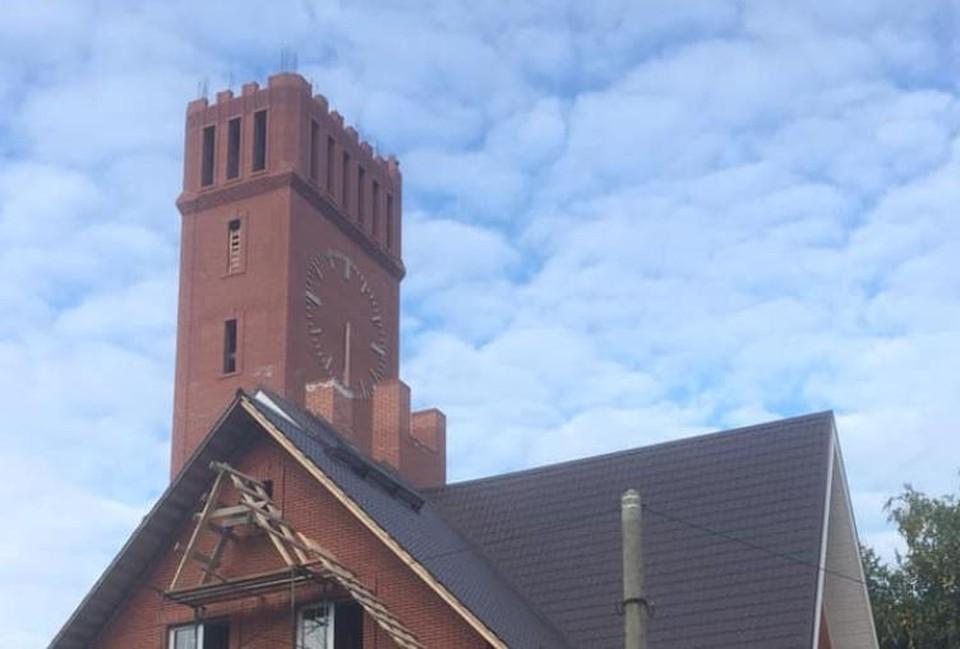 Внимание историка привлекала эта башня. Фото: Александр Фокин.