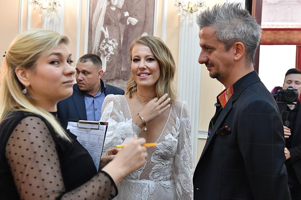Накануне свадьбы Собчак огорошила признанием, что обвенчается с Богомоловым