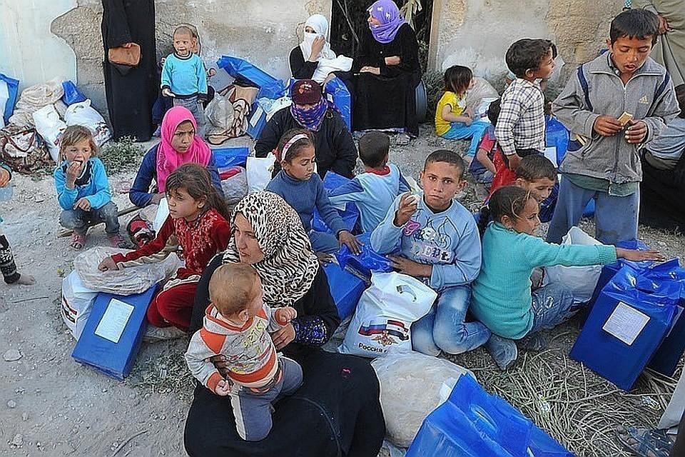 Российские военные доставили еду и одежду в провинцию Алеппо