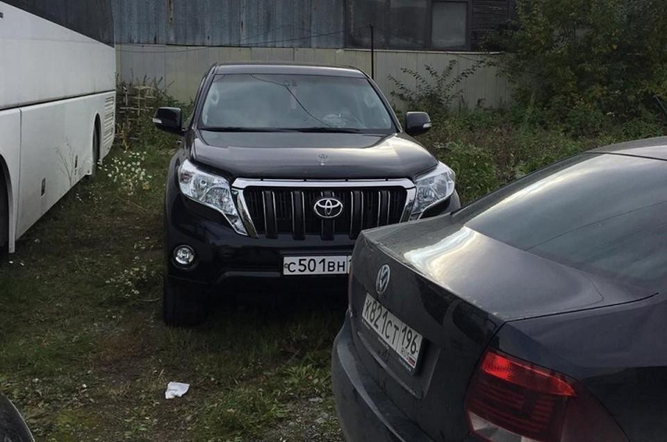 По словам Руслана Щукина, взыскатель спустил колеса и обчистил салон его автомобиля. Фото: предоставлено героем публикации