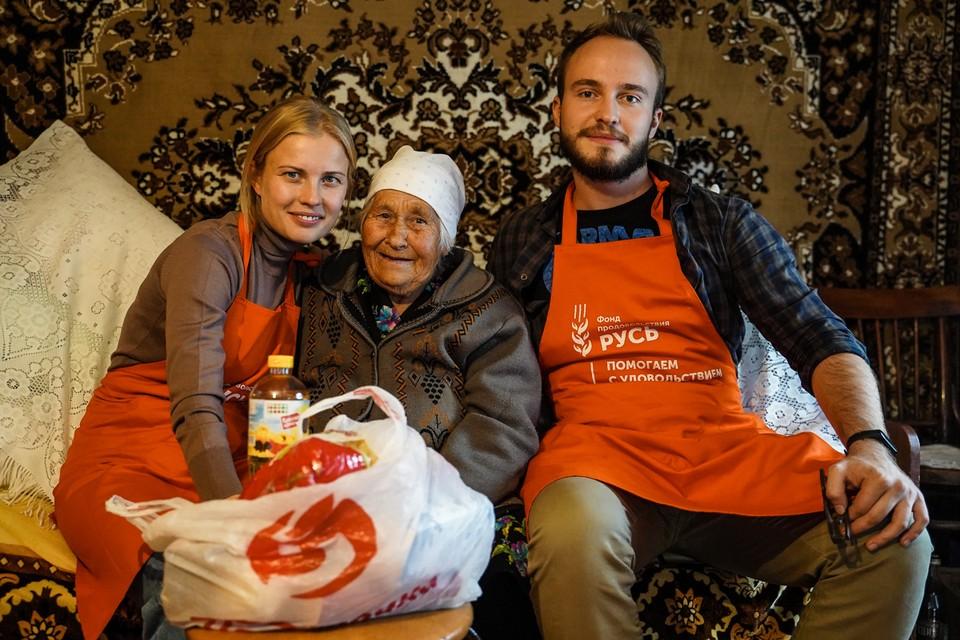 Анна Кудряшова с волонтерами.