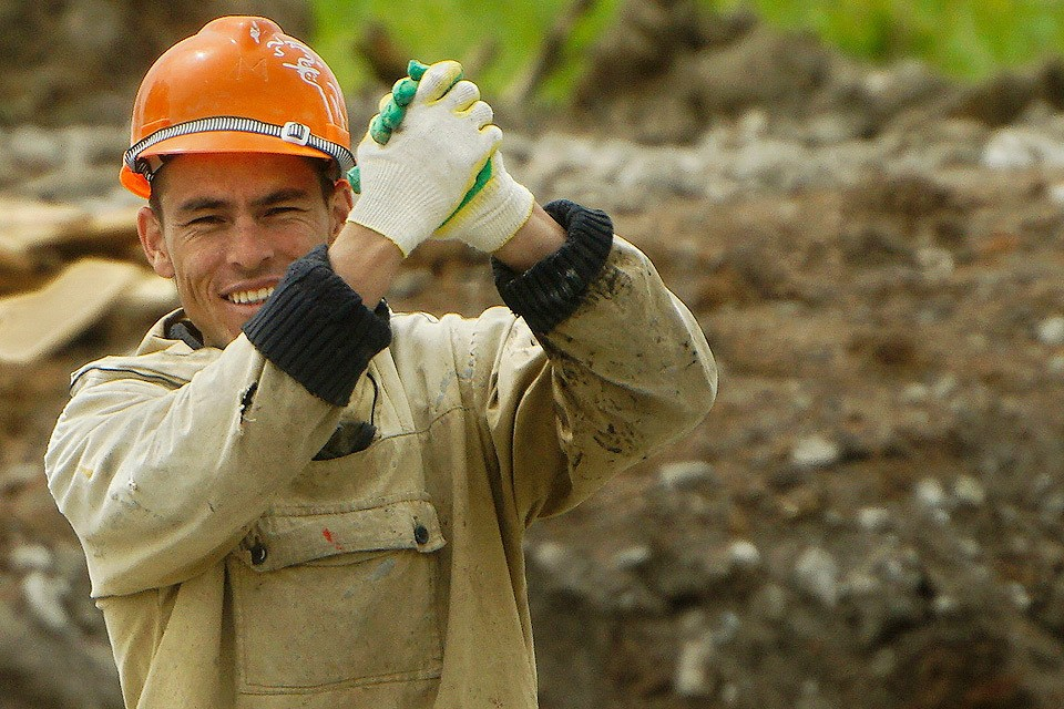 """""""Правительственные чиновники на всех уровнях настаивают на том, что Россия нуждается в рабочих руках, поэтому они вынуждены стимулировать трудовую иммиграцию""""."""